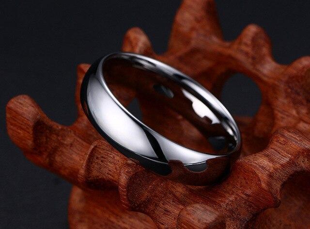 Фото высококачественные простые кольца из вольфрамовой стали серебряного