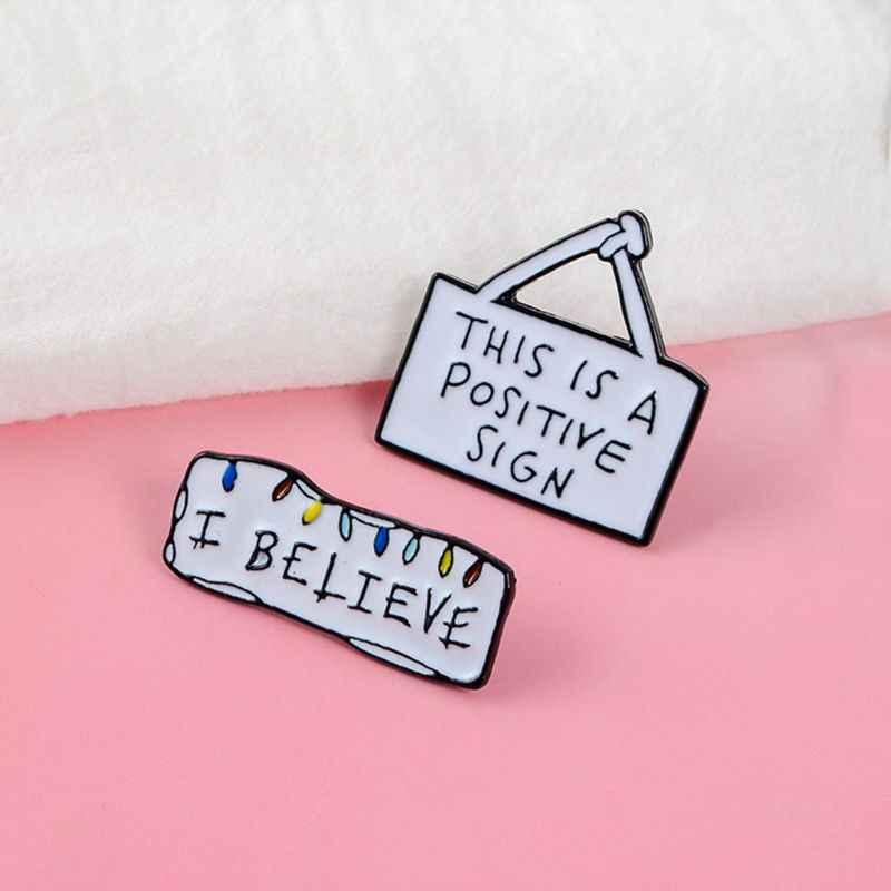 ハンドバッグブローチミラーエナメルクリエイティブファッション服レディースメンズデニムジャケットジーンズバッジピン手紙ユニークな宝石類のギフトの装飾