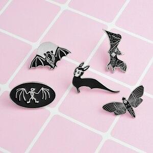 Женские эмалированные брошки QIHE, брошки золотого и черного цвета в стиле панк, в виде скелета, черепа, летучей мыши