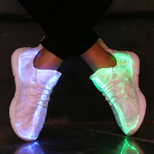 KINE PANDA Ljusglödande Sneakers Ljus Föräldrar Barn Blinkande Skor med LED Ljus Barn Tonåring Vuxna Kvinnor Män 25-45