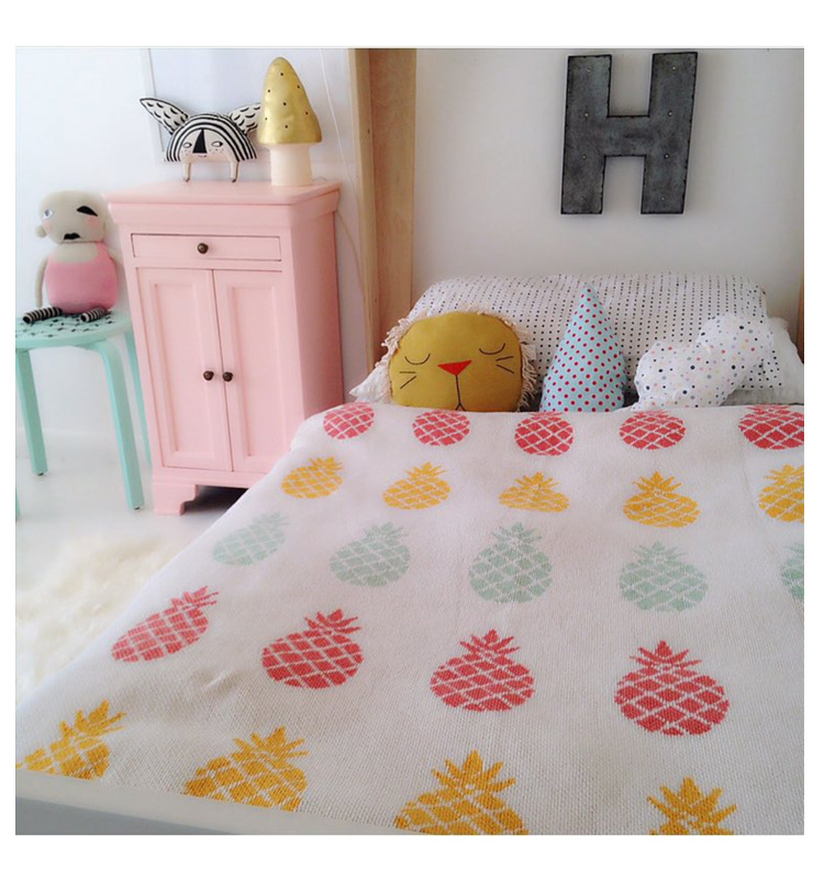 High Quality 100% Cotton Fashion Knit Blanket for Sofa/bed/home Pineapple Black Swan Two Size 90x110cm,110x130cm Free Shipping  цены