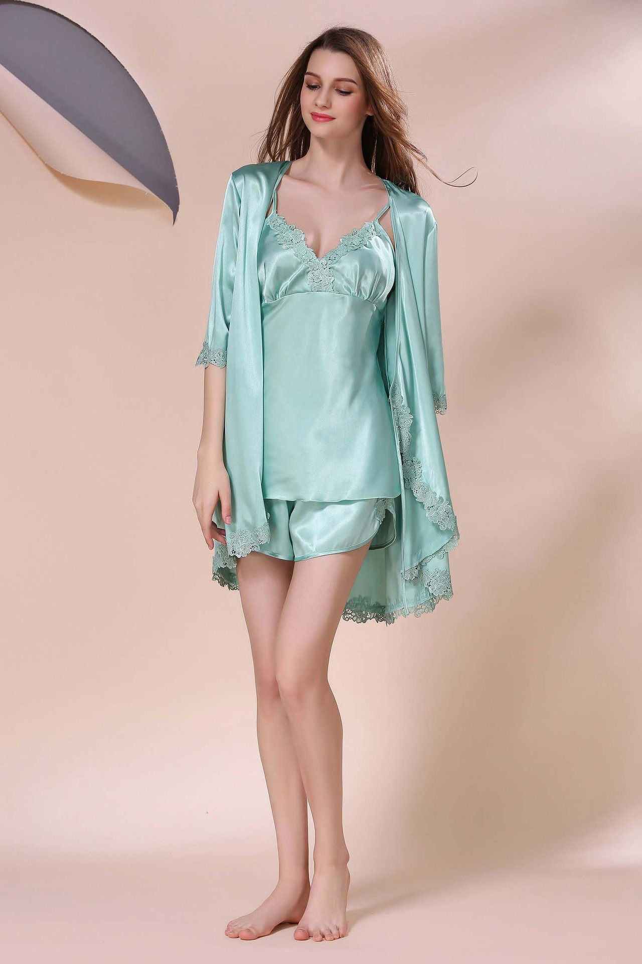 0f372d07c Primavera Elegante Dama de Cetim De Seda Pijamas 3 peça Conjunto ...