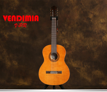 цена на Professional 39 inch Acoustic Classical guitar With Solid Cedar/Mahogany Body +strings,Classical guitar,Nature Gloss