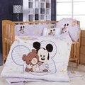 Promoción! 8 unids Mickey Mouse del bebé cuna juego de cama para niños gato de la historieta del bebé recién nacido ropa de cama ( parachoques + colchón + funda de edredón + almohada )