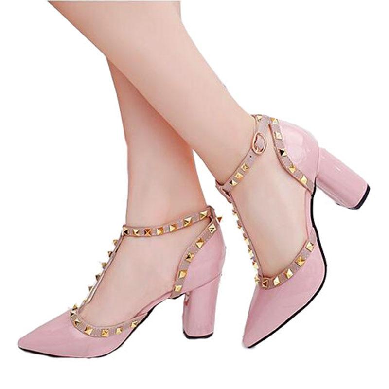 Ingyenes szállítás 2018 nyári cipő nő Szivattyúk T-Strap öv csat üreges szegecsek hegyes magas sarkú bőr magas sarkú cipő női