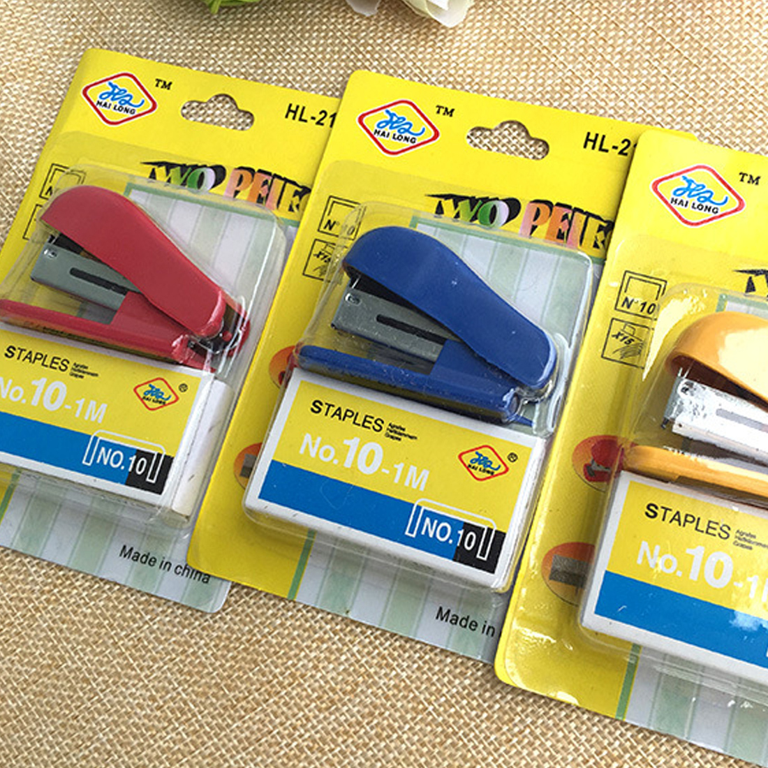 FangNymph Portable Kawaii Super Mini Small Stapler Useful Mini Stapler Staples Set Office Binding Stationery Random Color