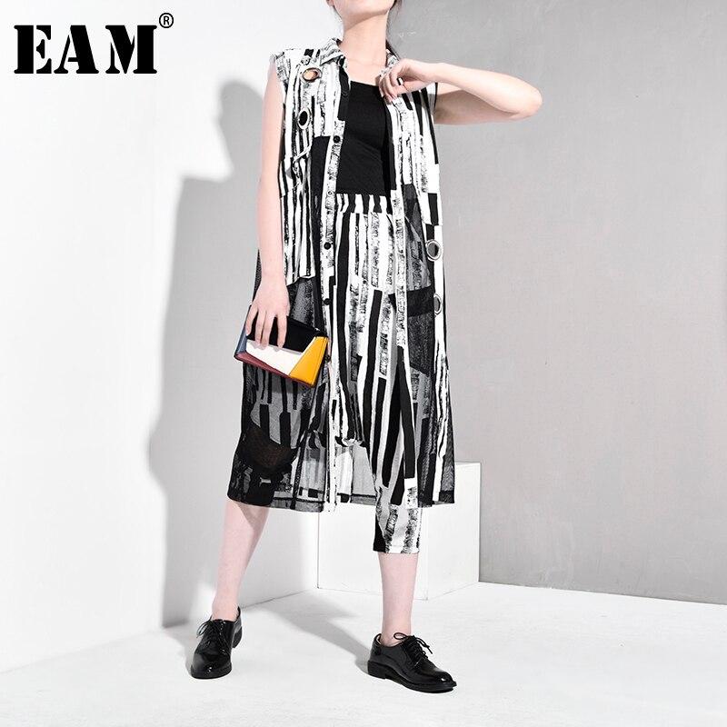 [EAM] Loose Fit Big Pockets Big Size Vest New V-neck Sleeveless Women Fashion Tide Cool All-match Autumn Winter 2019 JZ140