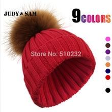 Женская теплая вязанная шерстяная шапка с большим помпоном из меха енота. Фирма JSFUR.
