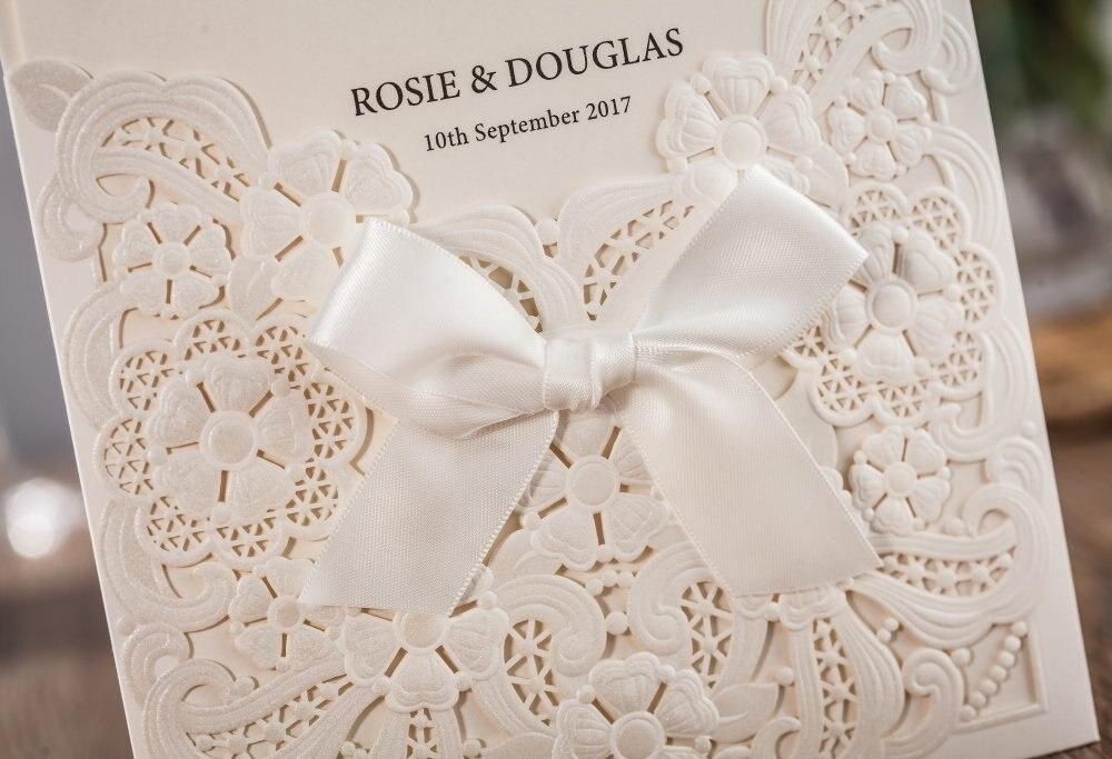 Perłowy biały laserowo wycinane zaproszenia ślubne karty z RSVP i kartki z podziękowaniami Bowknot Hollow Floral konfigurowalny CW6112 50 sztuk/partia w Kartki i zaproszenia od Dom i ogród na  Grupa 3