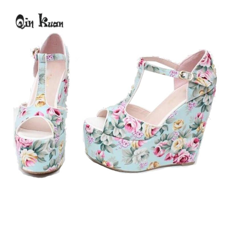 Schnelle Lieferung Qin Kuan Sommer Frauen Gedruckt Blume Ankle Strap Plattform Restro Böhmen Damen Keil Plattform Hohe Ferse Sandalen Plus Größe 31-43 Schuhe