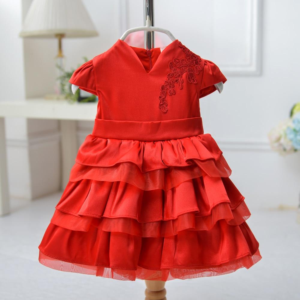 Ребнок в красном платье