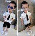 Novo Esporte terno 100% do bebê do algodão do bebê Verão meninos Terno e gravata cavalheiro roupas shirt + calças 2 pcs roupas das crianças marca