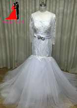 New White Plus Size Lace Long Sleeve Wedding Dresses 2017 V-Neck Crystal Beads Bow Belt Bridal Gown Vestido de noiva