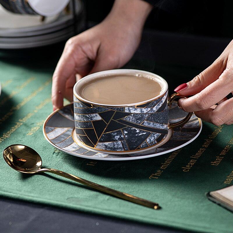 Yolife Керамика чашки и блюдца костяной фарфор Кофе чашка набор Британский день Чёрный чай набор фарфоровой Чай чашка с ложкой
