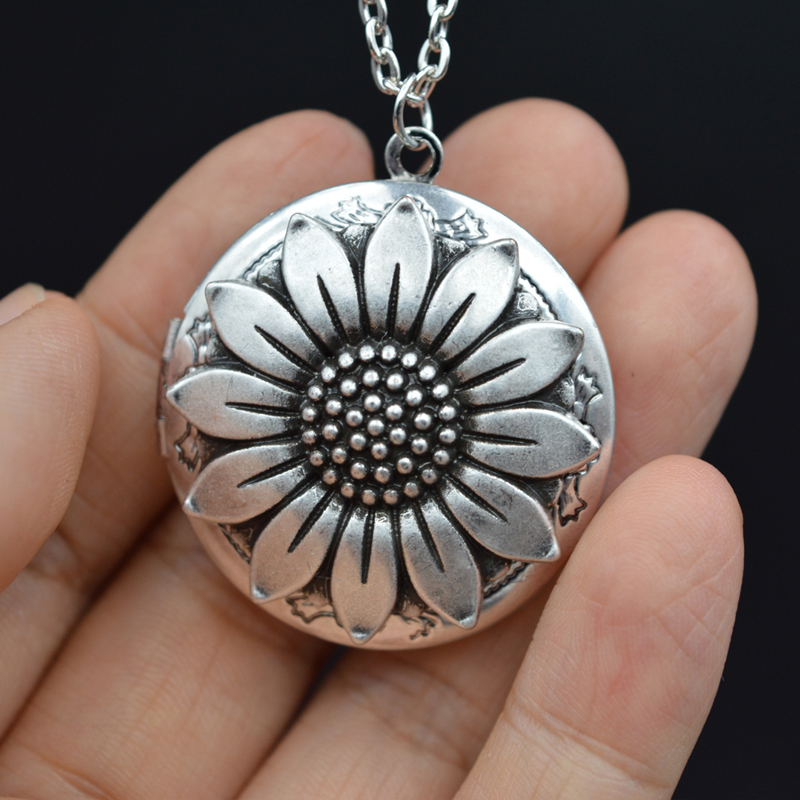 1pcs Filigree Vintage Photo Locket Pendant For Mom Birthday Gift Antique Silver Flower Lockets Necklace XSH264