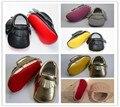 2017 Nuevo cuero de LA PU Rojo suela inferior Mocasines Bebé Zapato borlas Fringe Primeros Caminante Recién Nacido Bebés Suaves Niñas Bebes Bebé zapatos