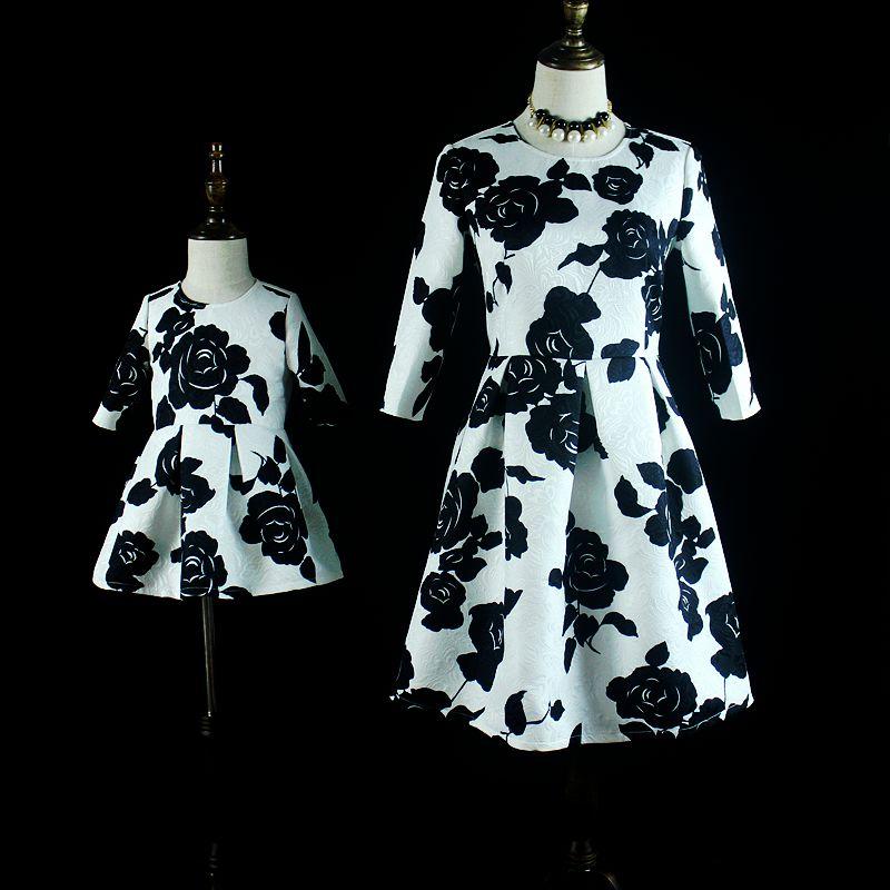 цена  kids rose Jacquard children pleated dress mammy and girl matching dress family look clothing mother daughter black party dresses  онлайн в 2017 году