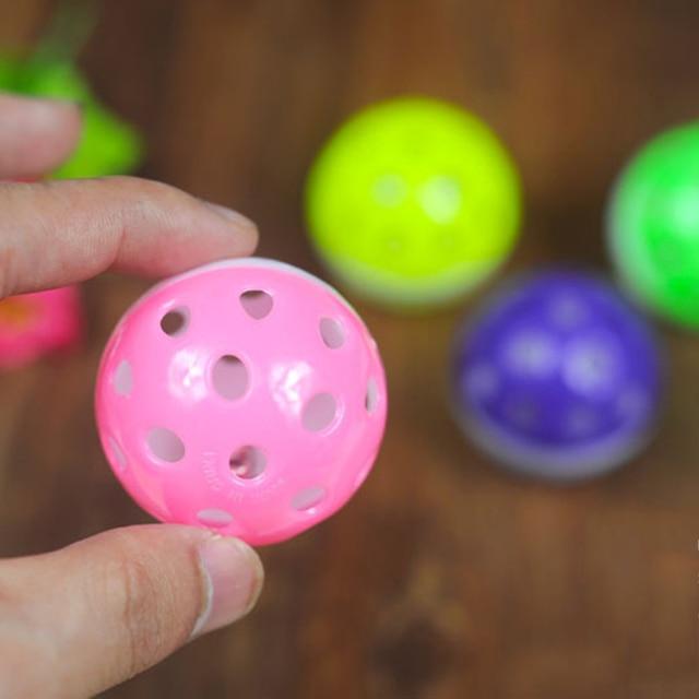 TINGHAO di Plastica del Cucciolo del Gatto Rotondo Giocare A Palla con Campana Balzare Chase Sonaglio Pet Giocattoli di Masticazione