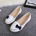 Женщины милый маленький галстук-бабочка плоские туфли повелительницы белый работа в офисе поскользнуться на обувь весной и летом женские туфли квартиры