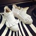 Толстой Подошве Женщин Белый Натуральная Кожа Милый Сладкий Оборками круглый Носок Скольжения На Туфли На Платформе 2017 Весна Скрытые Каблуки обувь