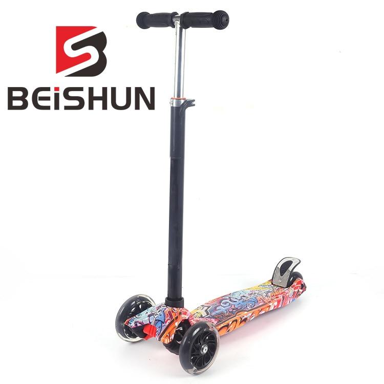 Children's Scooter 3-14 Years Old Child Four-wheeled Graffiti Flash Wheel Skateboard