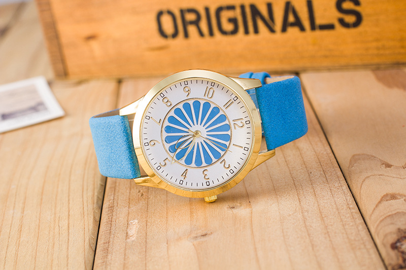 Drop Shipping Women Simple Dial Wristwatches Casual Fashion Luxury Leather Strap Quartz Watches Clock