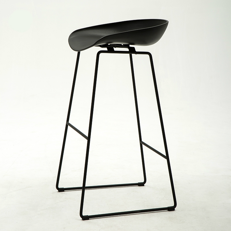 Nordic Style Fashion And Simple Bar Chair Reception Home Modern Iron Art High Stool Creativity PP Matte Chair Surface