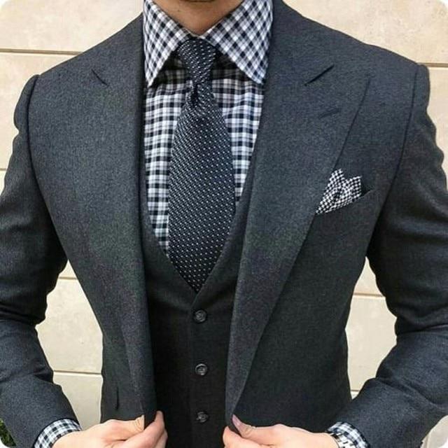 b0cbbabf3521 2019 último abrigo pantalones diseños gris oscuro traje de Tweed hombres  Slim Fit Formal trajes de boda para hombres 3 piezas hombres traje clásico  ...