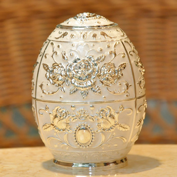 Toothpick box European toothpicks hand automatic capping toothpick toothpicks cans are Home Furnishing hotel.