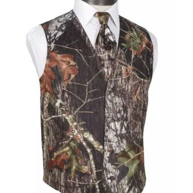 009162e4be81 2019 Airtailors Realtree Groommen Slim Fit Self-Covered Buttons Camouflage  Wedding Vests With Satin Back Color Brown(Vest+tie)
