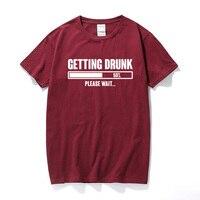Emborracharse por favor espere impreso hombres camiseta tee shirt homme lema divertido regalo de la cerveza de carga de Algodón de manga corta t-shirt