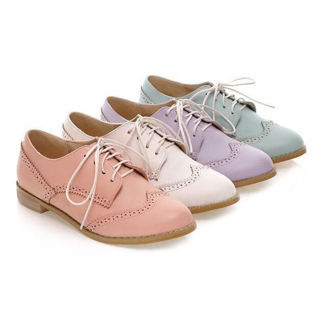 Nuevo 2015 primavera del dedo del pie redondo Brogue zapatos Oxford mujer  tamaño grande 34 43 tallado encaje Up mujer Oxfords zapatos de mujer  Sapatos en ... b2d6d4785f07