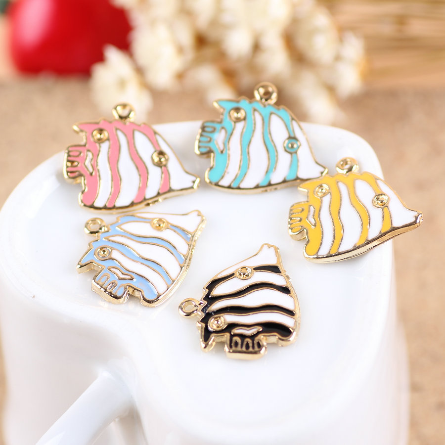 New 18*21MM fish shape alloy Necklace Pendants 50pcs drop oil gold tone plated metal phone chain Floating Charm Pendant Craft