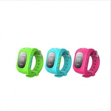 2016 Smart Kid Safe GPS Reloj Reloj SOS Llamada Q50 Ubicación Monitor de Localizador Del buscador Del Perseguidor para el Cabrito Del Niño Perdido Anti Del Regalo Del Bebé
