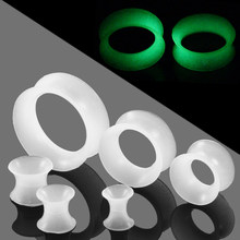 2 pz/lotto Flessibile Del Silicone Glow in The Dark Ear Tunnel Plug Piercing Hollow Ear Carne Calibri Alesatore Expander Piercing Gioielli(China)