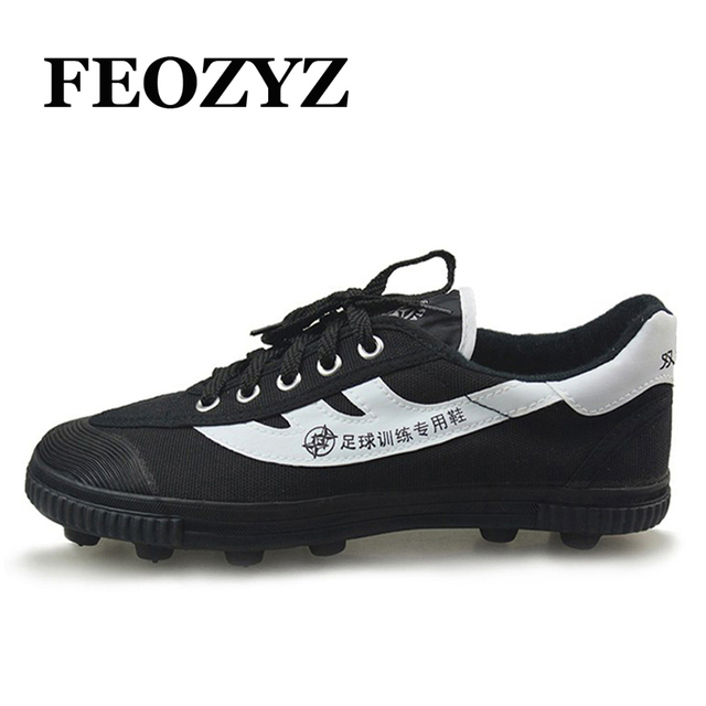 FEOZYZ 2016 Extra Wide Boys Mens Football Boots Soccer Cleats Trainers  Special Training Soccer Shoes Chaussures Football Men e85c7eb868c8