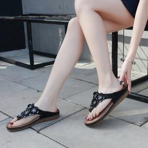 Image 5 - 스톤 빌리지 새로운 2019 여성 샌들 보헤미안 라인 석 꽃 비치 플립 플롭 대형 편안한 플랫 신발 여성