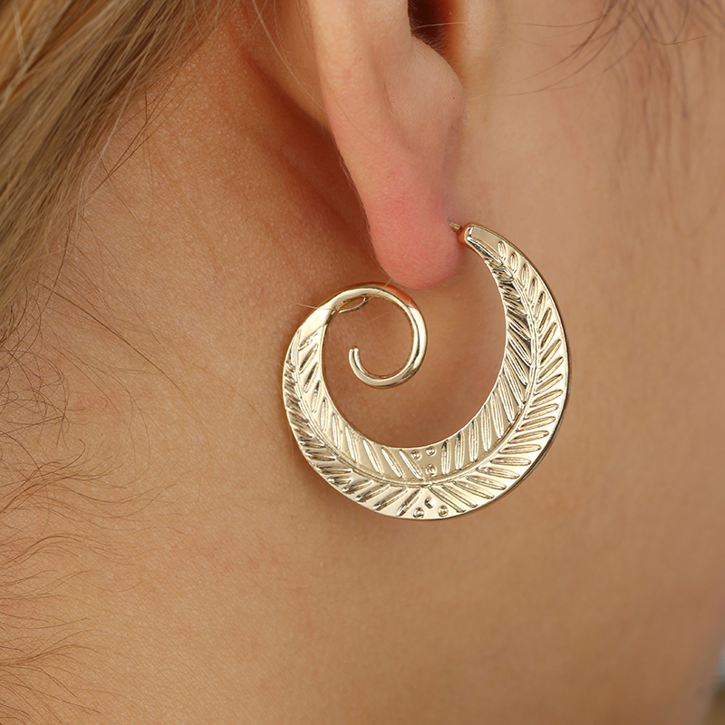 Tocona Punk Personality Round Spiral Stud Earrings for Women Exaggerated Circle Leaf Whirlpool Gear Earrings Jewelry