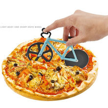 цена 1pc Stainless Steel Cake Tools Stainless steel bicycle pizza cutter pie knife creative hob pizza wheel cutter baking tool L34 онлайн в 2017 году