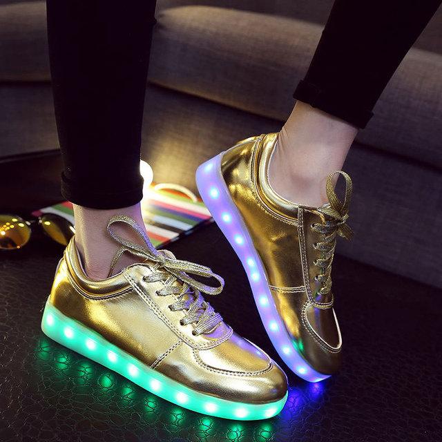 Nuevo 2016 de Oro Zapatos Luminosos Mens Zapatos Llevó Enciende Para Adultos Krosovki Krasovki Glitter Gumshoe Tenis Femenino