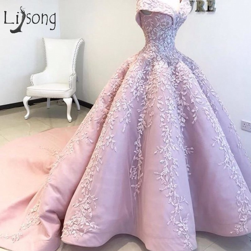 Dubai Princess Lush Prom Dresses 2018 Vintage Embroidery Lace Pleated Long Ball Gowns Robe De Soiree