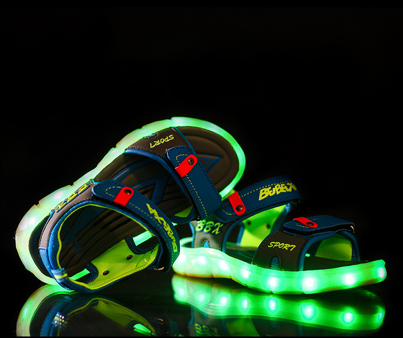 European-summer-beach-boys-girls-sandals-hot-sales-cool-LED-recharged-USB-shoes-kids-fashion-casual-lighted-baby-shoes-clogs-3