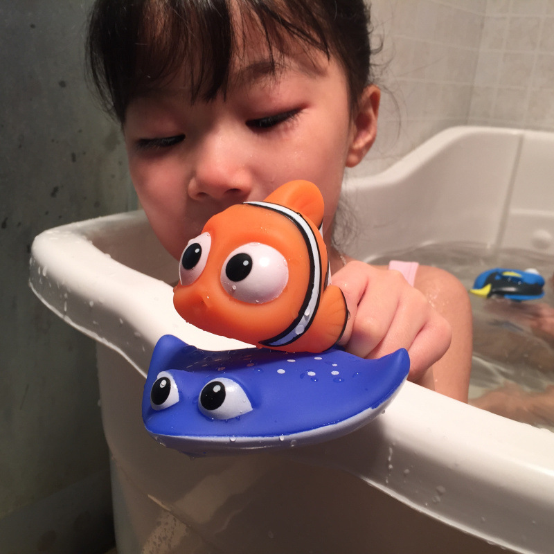 New Finding Nemo Dory Float Spray Water Swimming Child's Play Bath figure Toy for baby Girls Children finding nemo 2 finding dory plush toys 25cm nemo