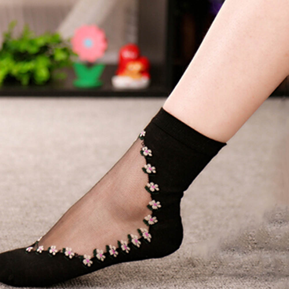 Useful 2017 New 1 Pair Beautiful Women Lace Socks Crystal Glass Silk Short Thin Transparent Roses Flower Socks Free Shipping