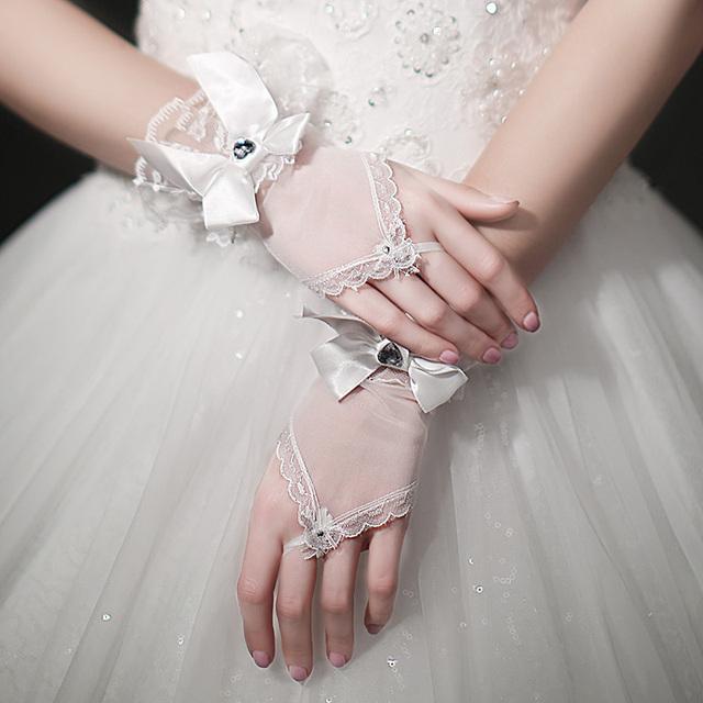 Romântico de rendas arco esquadrinhamento luvas de noiva curto projeto 2015 do sexo feminino projeto curta
