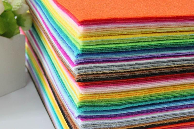 Самая низкая цена цветовой гаммы 100% полиэстер нетканый чувствовал diy чувствовал ткань пакет 1 мм толщиной 40 шт. / лот фетр 30 см * 30 см n-40