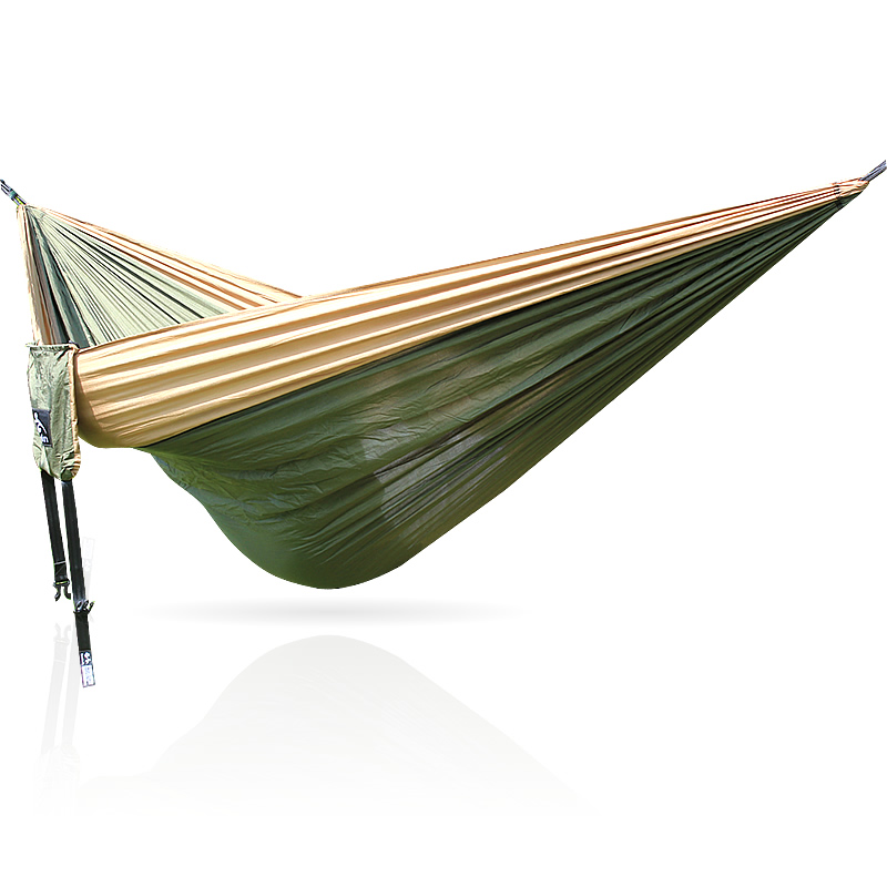 The portable double camping hammock, the garden bed. Parachute material is strong and durableThe portable double camping hammock, the garden bed. Parachute material is strong and durable