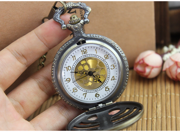 цена на 2017 new arrive Retro Steampunk Bronze Spine Ribs Hollow Quartz Pocket Watch Necklace Pendant sweater chain Women Gift