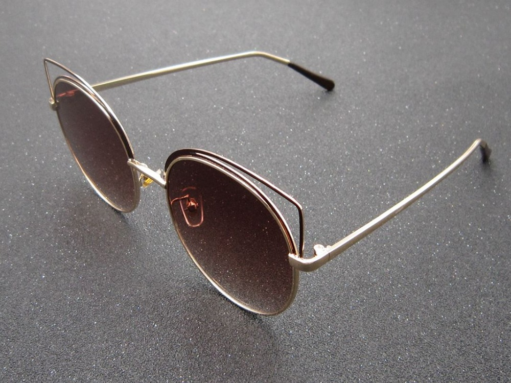 EXAGGERATED VINTAGE RETRO Style SUN GLASSES SHADES Black Gold Frame Mirror Lens