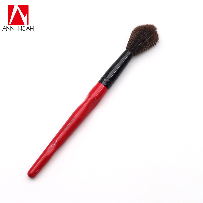 Classic Red Body Curve Plastic Long Handle Long Fluffy Synthetic Buildable Cheek Makeup Brush